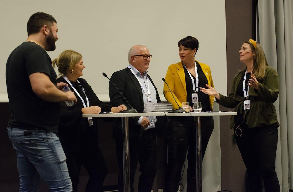 Marius Karlsen i Helt Digital, Trude Hiller i  Steinkjer-avisa, Rune Hetland i LLA, Merete Lillesand i Kvinnheringen og Programleder Charlotte Sanden fra NRK i debatt om å skape nye inntekter i lokalavisa.