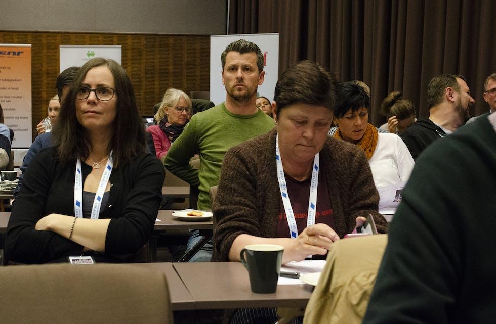 Nesten hundre deltakere er samlet på Flesland for å diskutere digitale muligheter for lokalavisene.